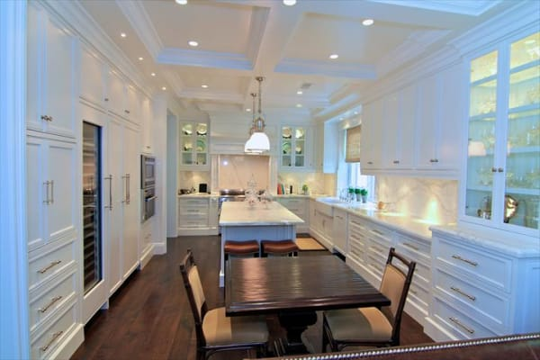 Traditional white kitchen with a 24-inch Thermador Topaz Series dishwasher and 24-inch wine preservation column.