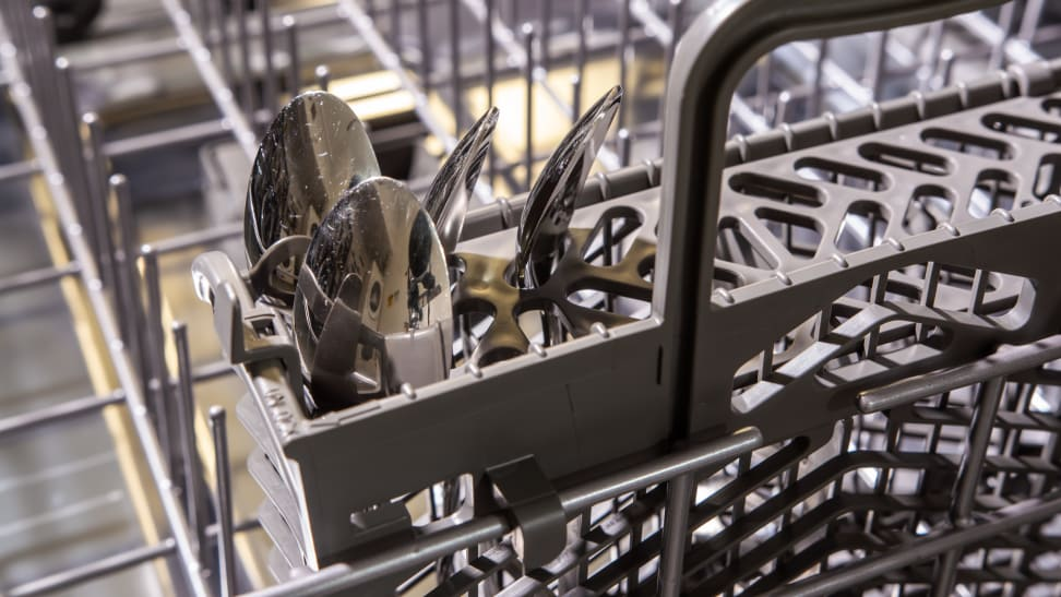 Whirlpool-WDT730PAHZ-cutlery-basket