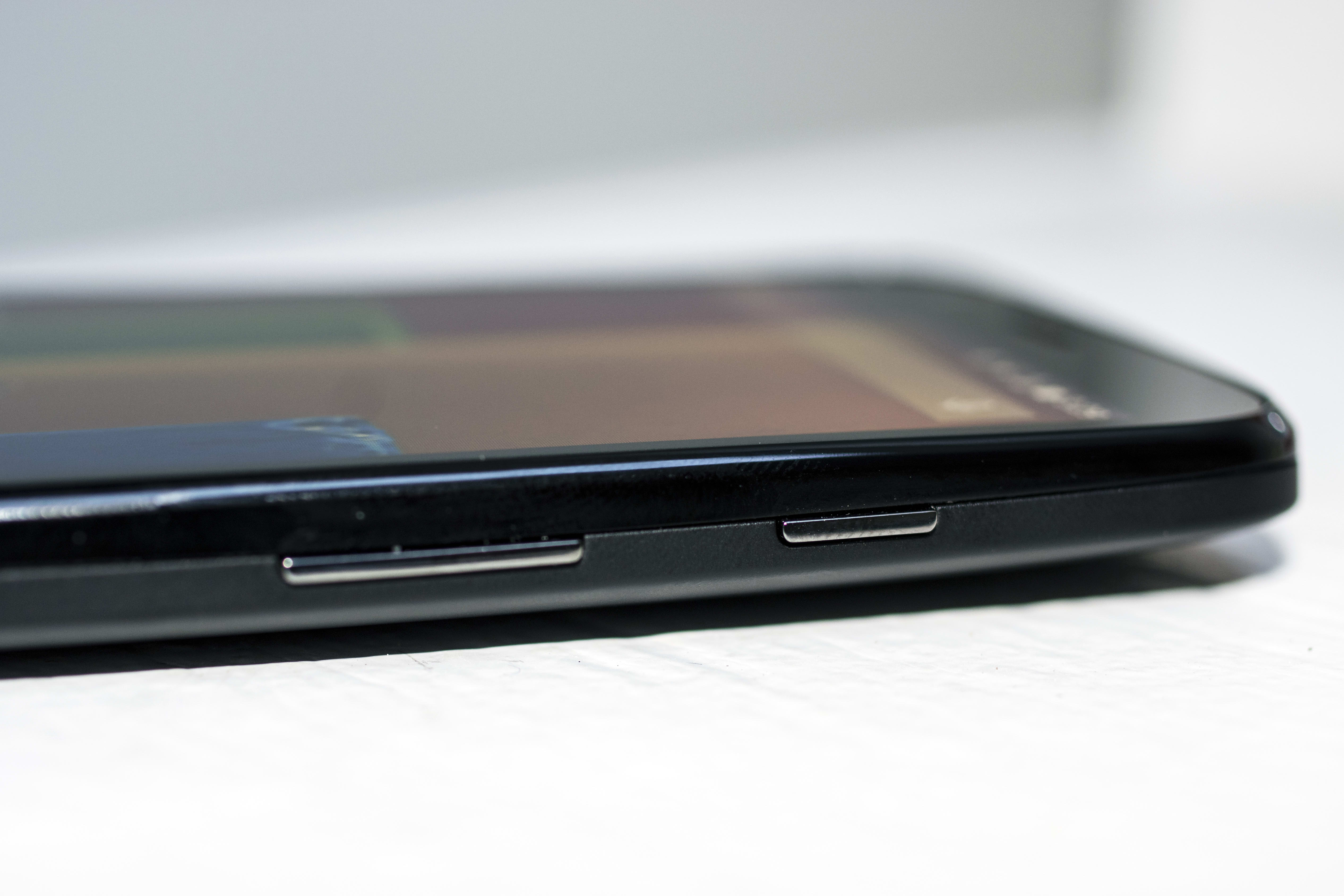 A photo of the Motorola Moto G with 4G LTE's volume rocker and power button.