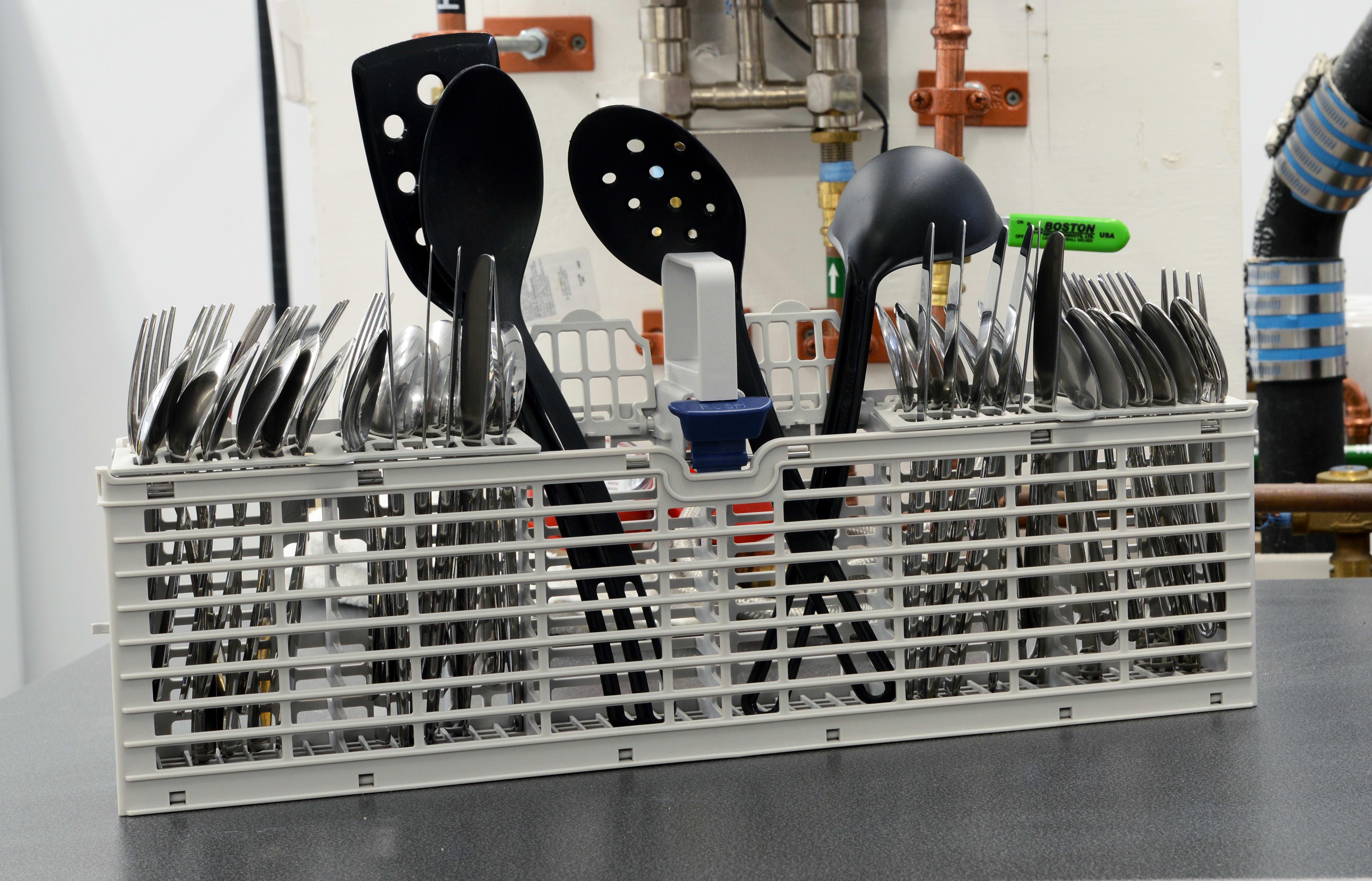 Whirlpool WDF540PADM loaded cutlery basket
