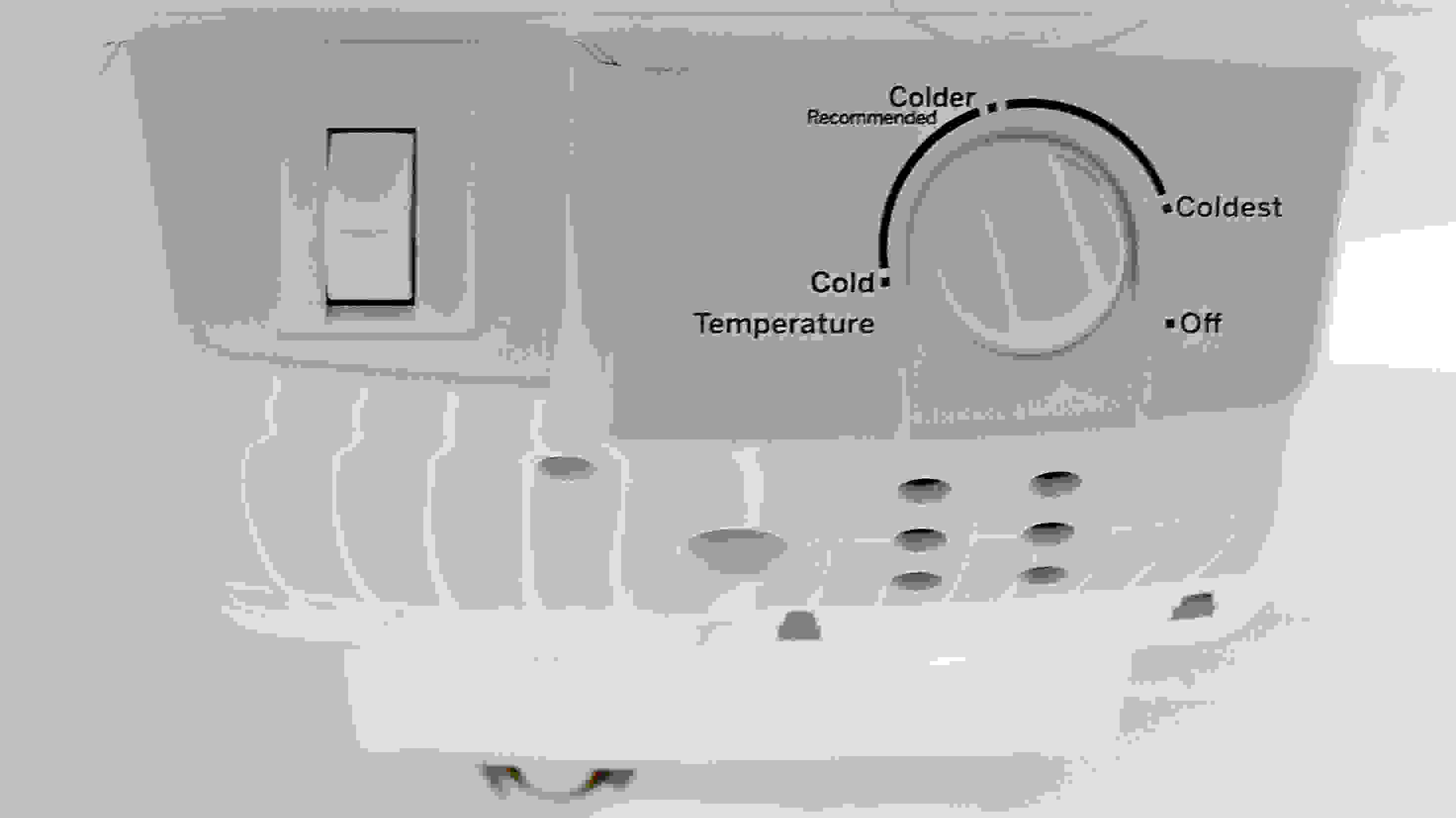 The GE GIE16DGHBB's loose control dial and vague thermostat means you'll want to buy a thermometer for proper fridge calibration.