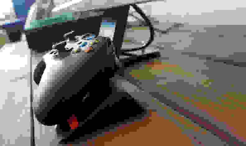 BenQ-RL2755HM-Controller-Stand.jpg