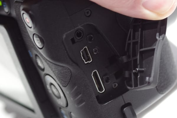 The SX60 HS includes both HDMI and USB ports.