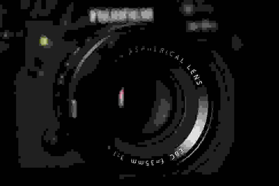 fuji-35mm-f1p4-review-design-camera-front.jpg