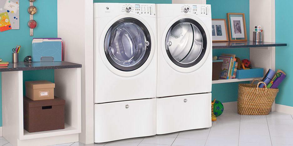 Electrolux EIGD50LIW 8-cu.-ft. Gas Dryer