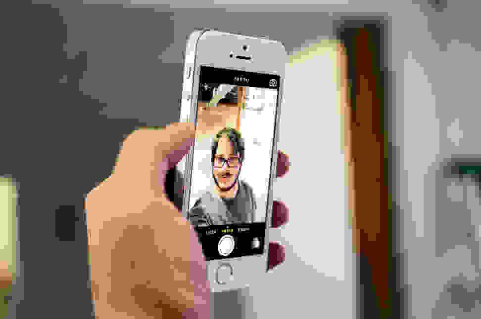 Apple-iPhone-5s-review-design-selfie.jpg