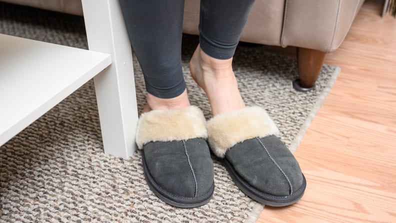 Minnetonka Women's Chesney Slippers