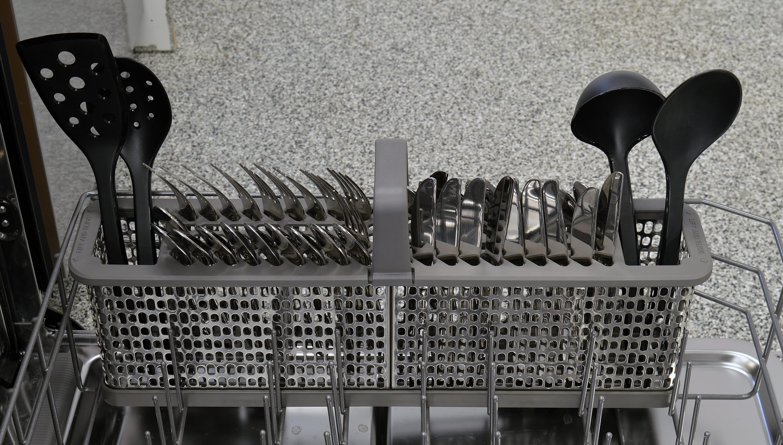 Maytag MDB8969SDM cutlery basket capacity