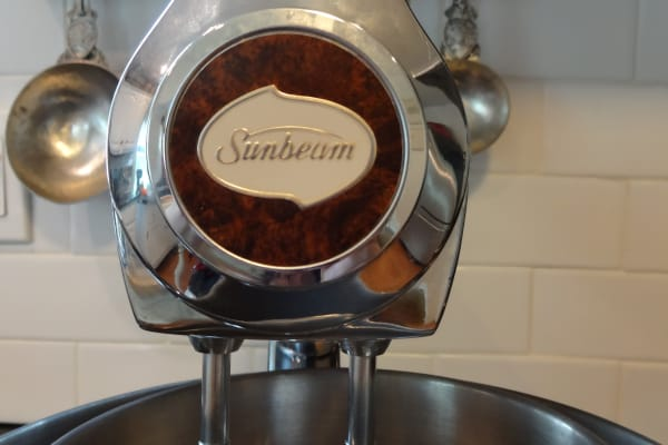 Frontpiece logo of a Sunbeam Mixmaster