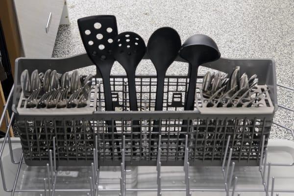 Kenmore 13202 cutlery basket capacity