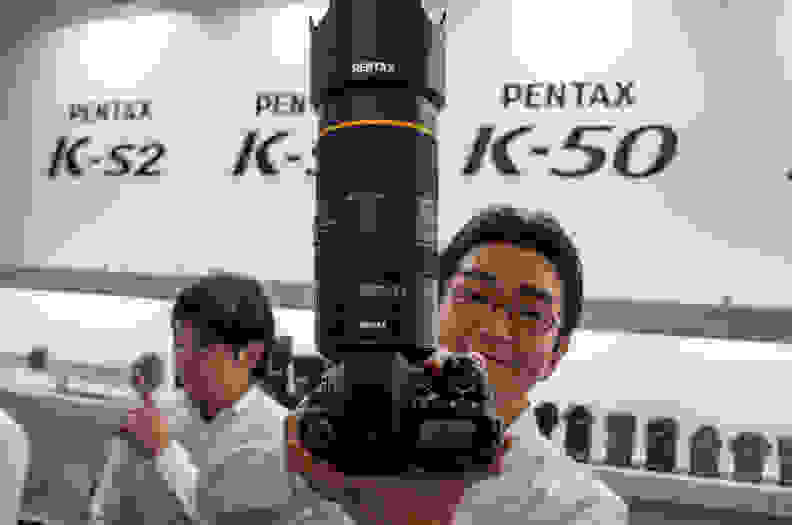 da-star-pentax-zoom-hold.jpg