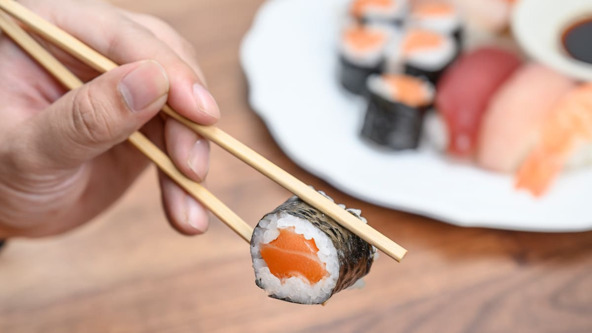 How to use chopsticks, according to a self-taught expert