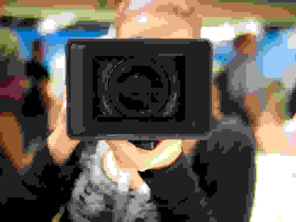 Sony FE PZ 28–135mm f4 G OSS – Hood