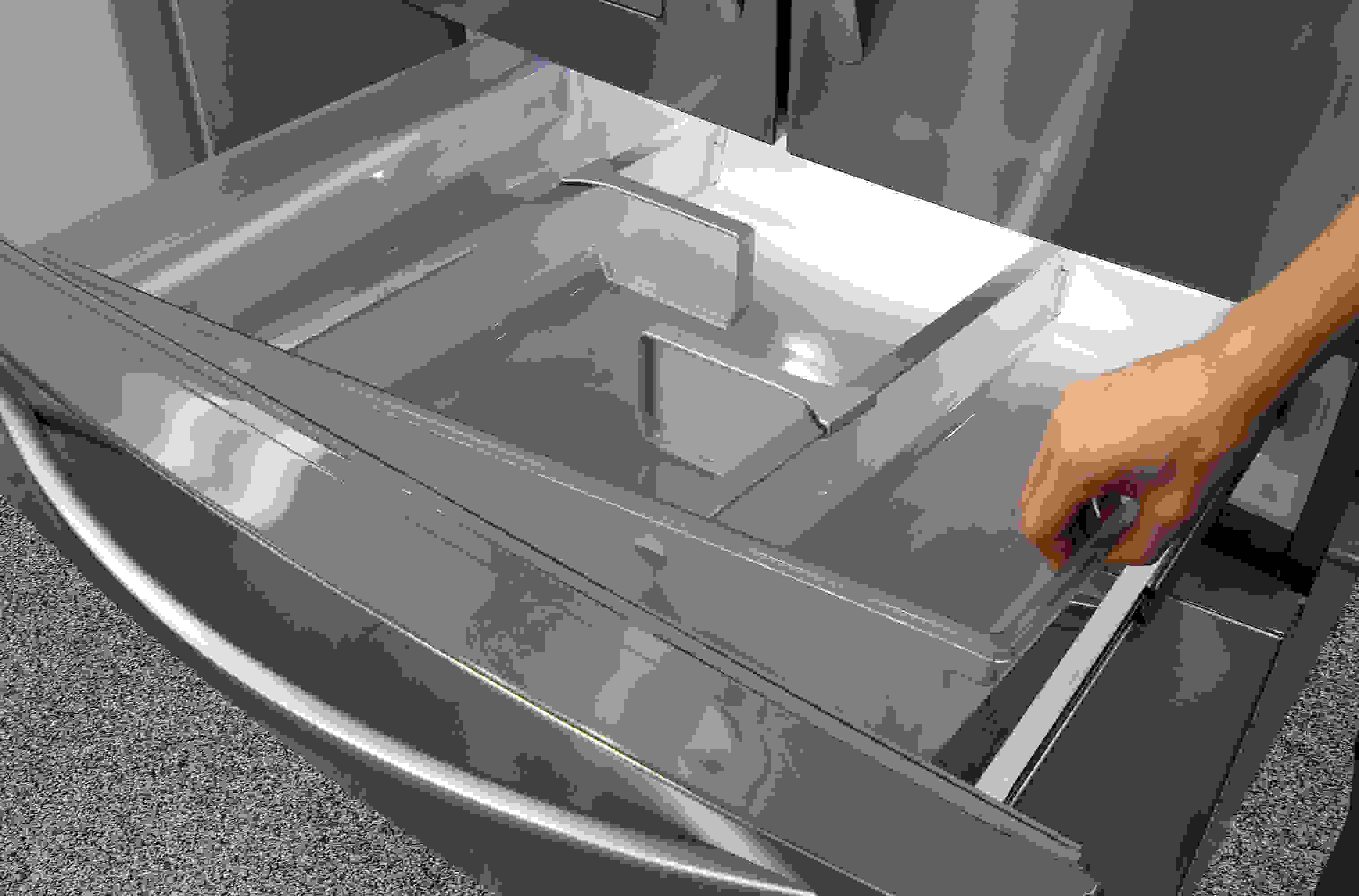 The KitchenAid KFXS25RYMS's central drawer is really just a big plastic bucket that you can just lift out for easy cleaning.