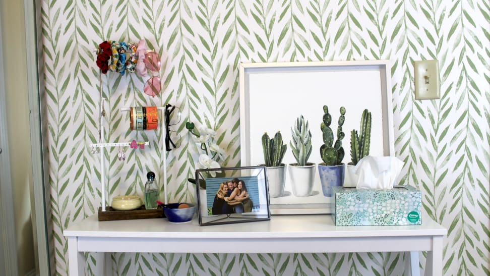 Temporary wallpaper seems too good to be true—so we put it to the test.