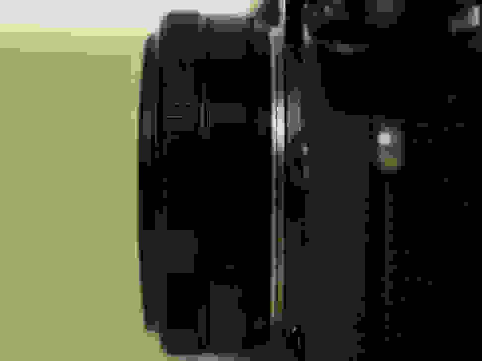 fuji-27mm-f-2p8-review-design-camera-side.jpg