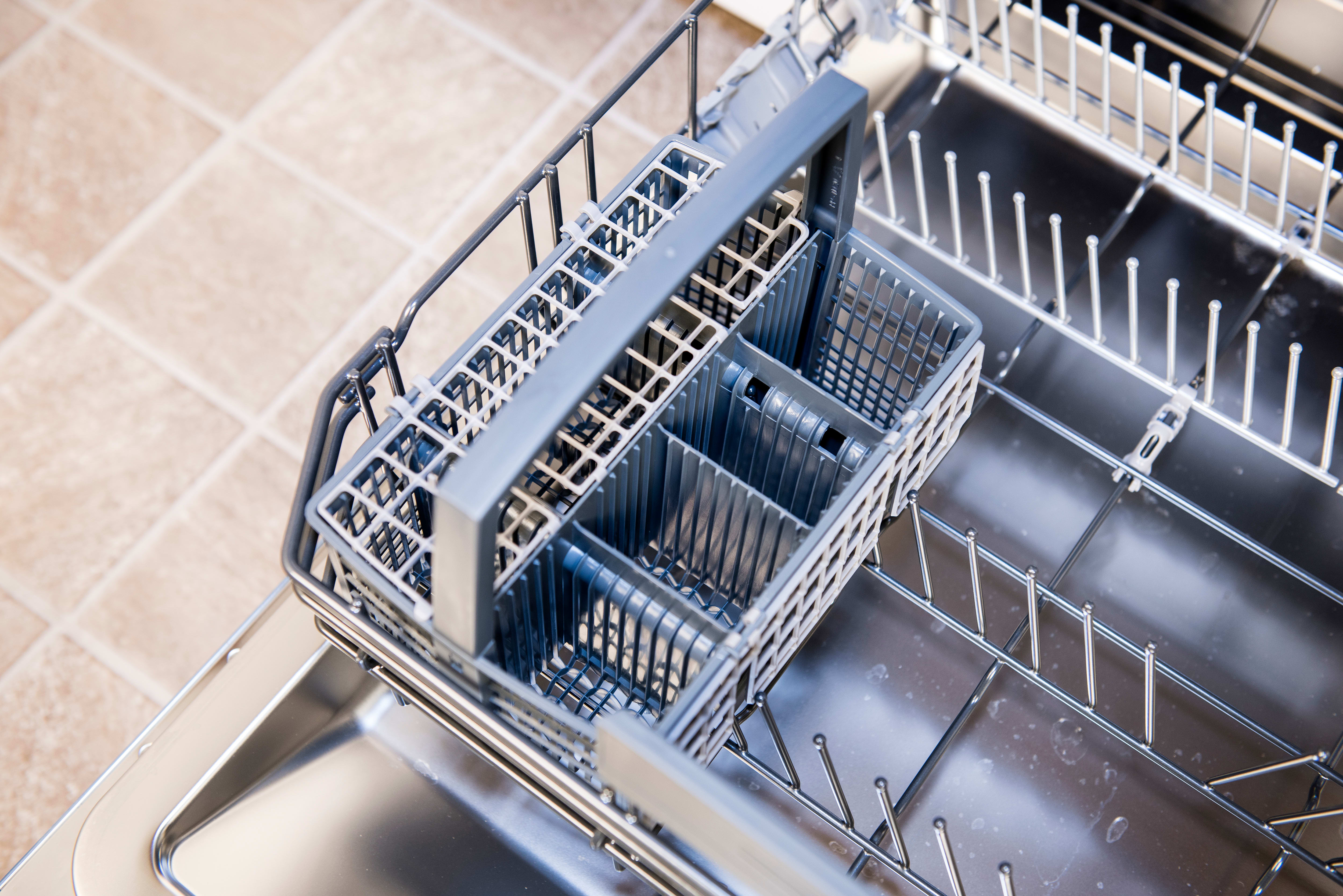 Thermador Topaz DWHD640JPR empty cutlery basket