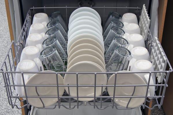 Whirlpool WDF530PAYM top rack capacity