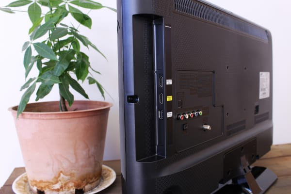 The H4000's right side contains two HDMI inputs and one USB port.