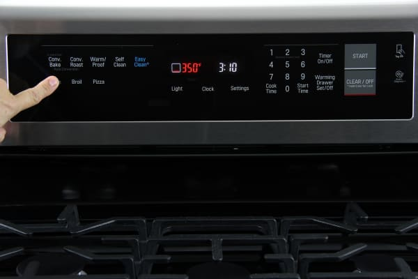 The oven controls are easy-to-use and well laid-out.