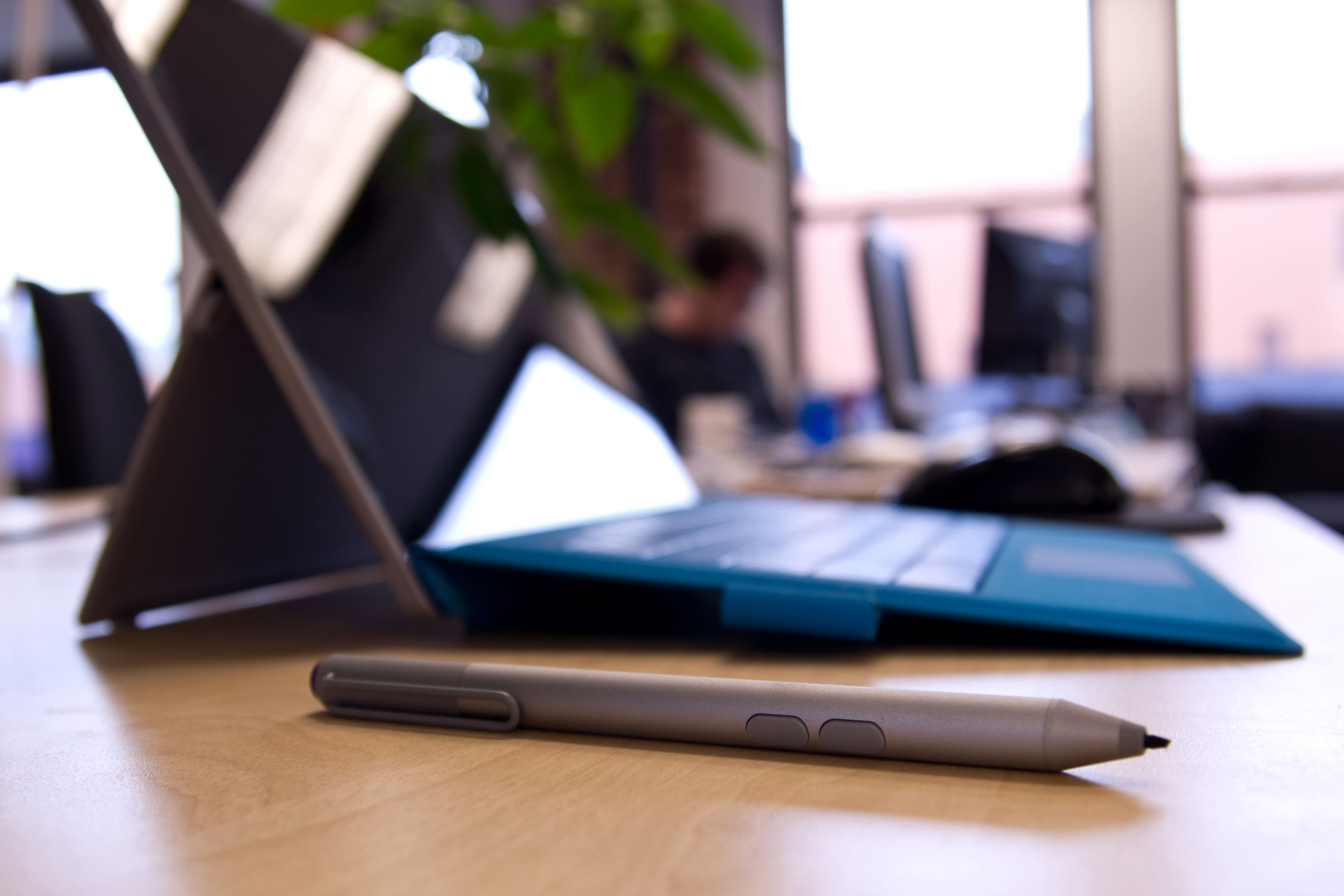 A closer look at the Microsoft Surface Pro 3's pen.