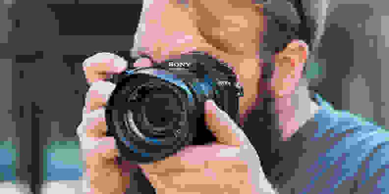 Sony Cyber-Shot RX10 II Design Shooting