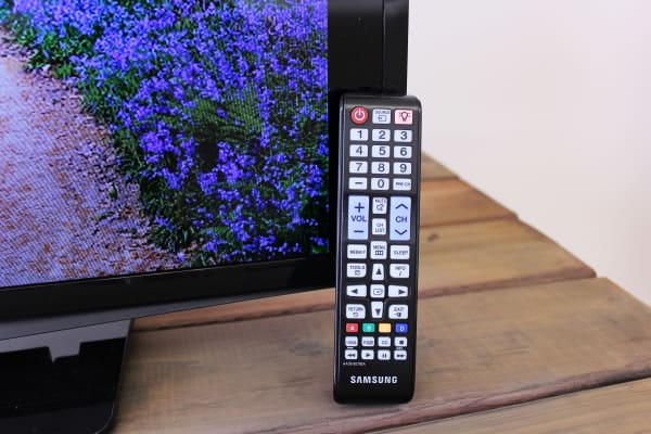 The UN28H4000's remote is nearly identical to higher-end Samsung remotes.