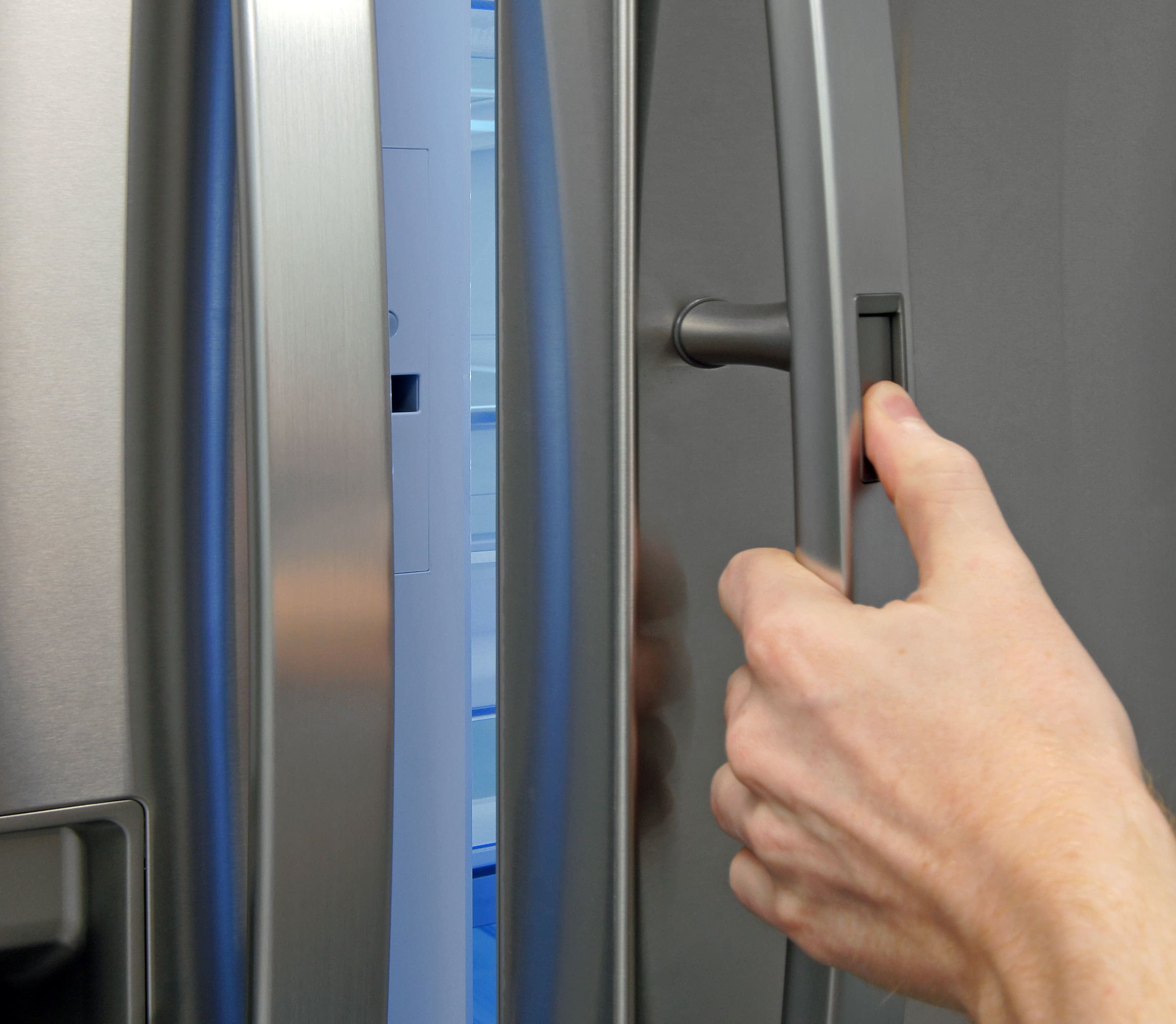 Pushing this little button on the LG LMXS30776S's handle grants you access to the door-in-door storage compartment.
