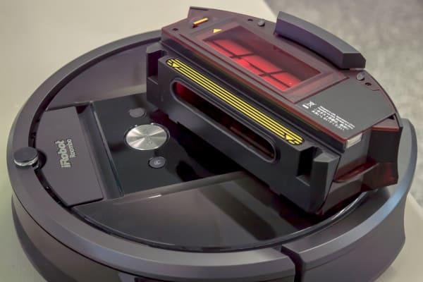 The 980's dust bin swings open in order to make emptying easier.
