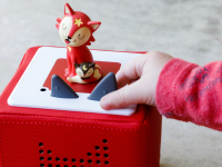 A child plays with a fox Toniebox.
