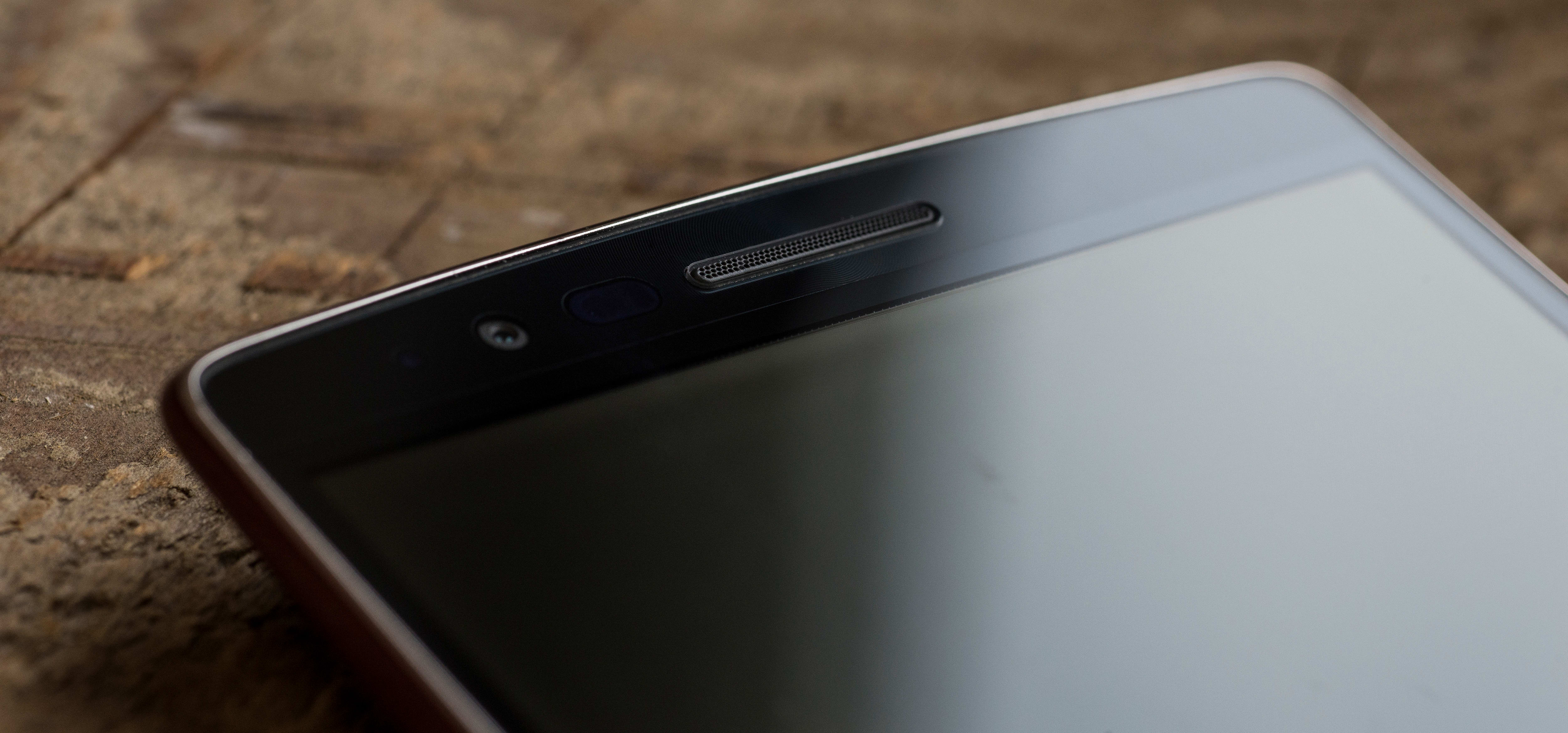 A photograph of the LG G Flex 2's earpiece and sensors.