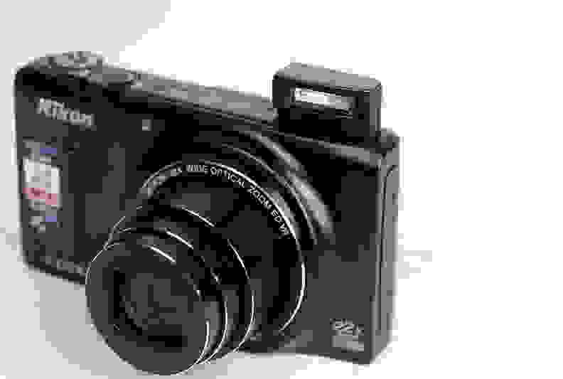 NIKON_S9500-flashweb.jpg