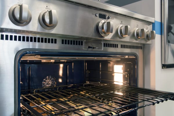 GE Monogram ZDP364NDPSS oven rack and controls