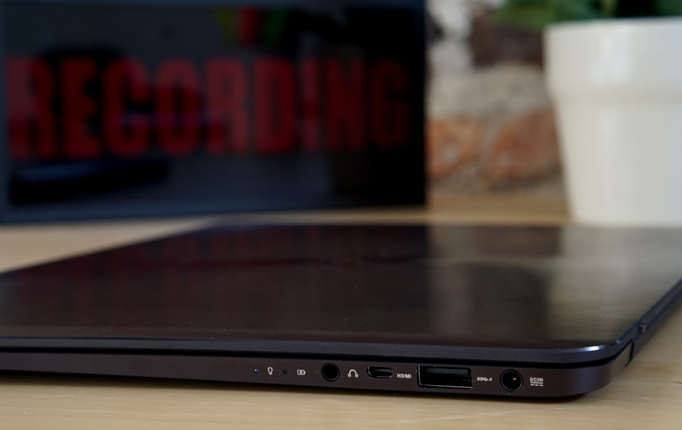 Asus ZenBook UX305 - Ports