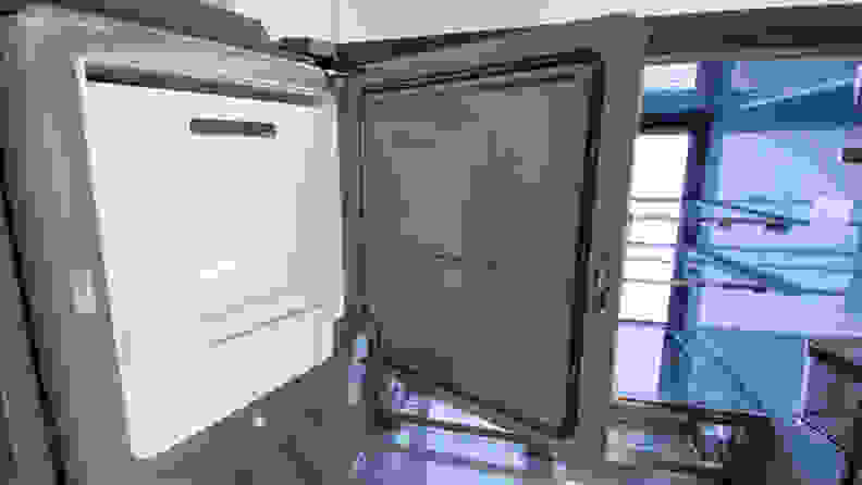 GE Cafe CVE28DM5NBS5 Ice Maker