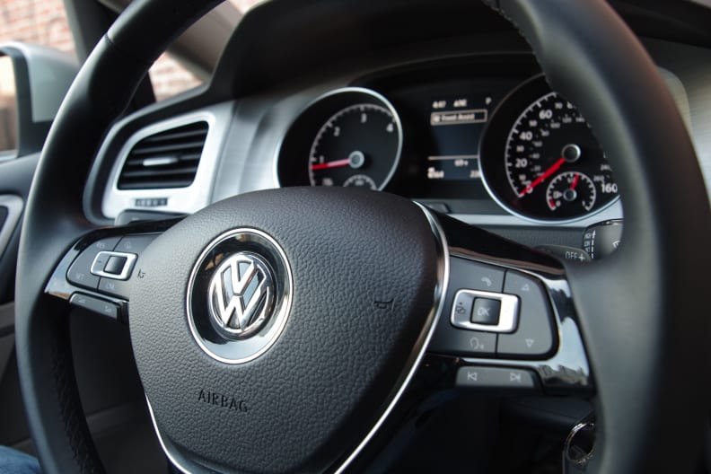 2015 VW Golf steering wheel controls