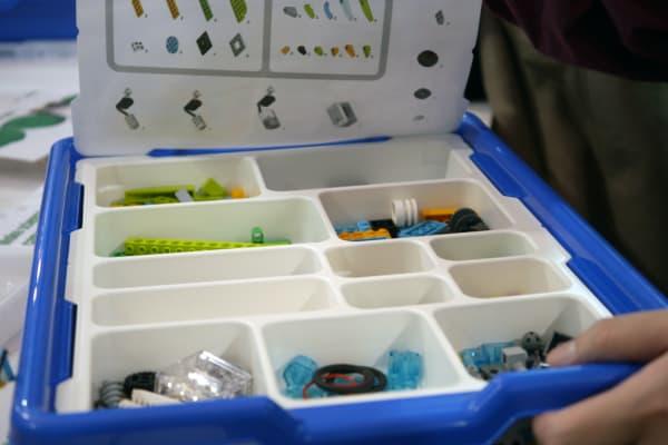 LEGO WeDo 2.0 handy, compartmentalized box