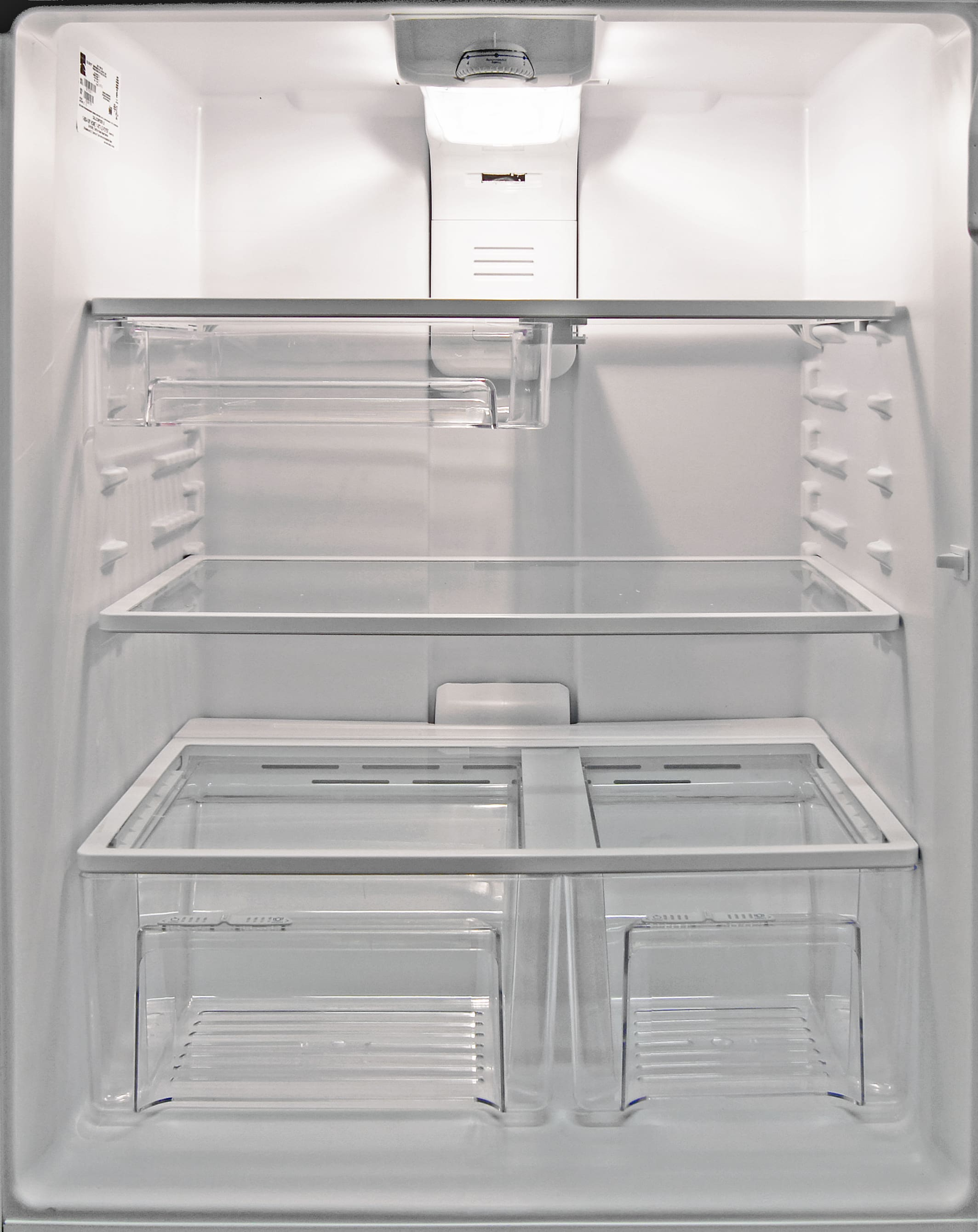 The shelves in the Kenmore 72152's main fridge compartment are very accessible.