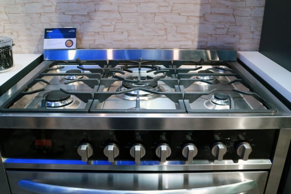 Haier HCR6250ADS stove top and cast iron grates