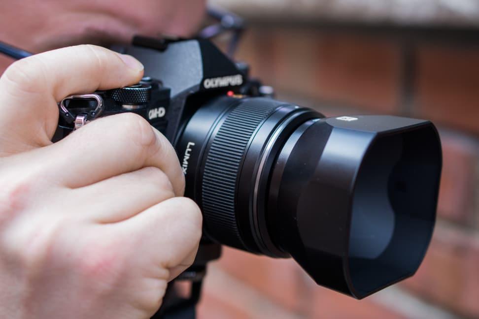 panasonic-25mm-f1p4-review-design-in-use.jpg