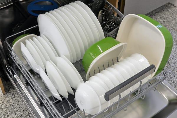Frigidaire Professional FPID2497RF bottom rack capacity
