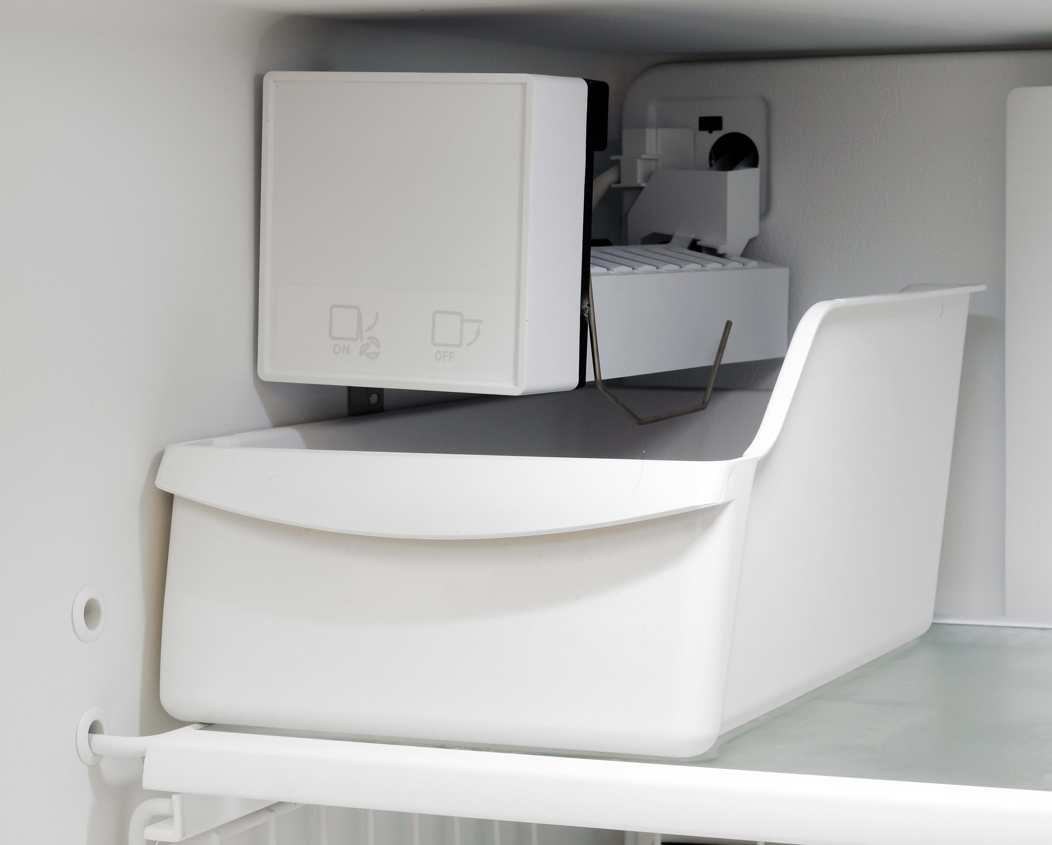 The inclusion of an icemaker in the Frigidaire Gallery FGHI2164QF adds to the price tag, and it's also the only extra feature in this model aside from the flexible storage.