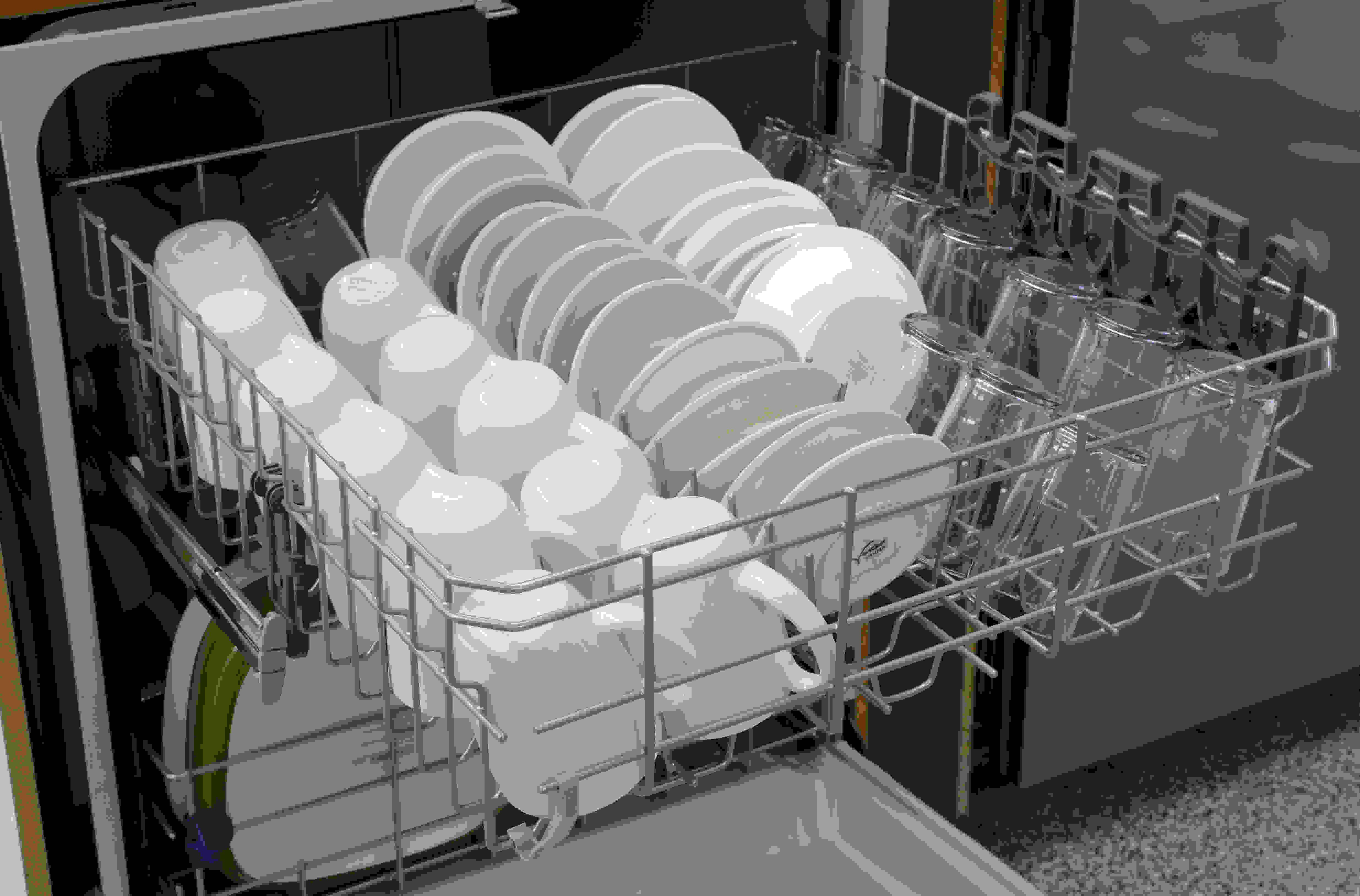 Whirlpool WDF540PADM upper rack loaded