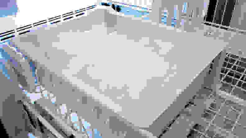 Maytag-MBF2258FEZ-ice-bin