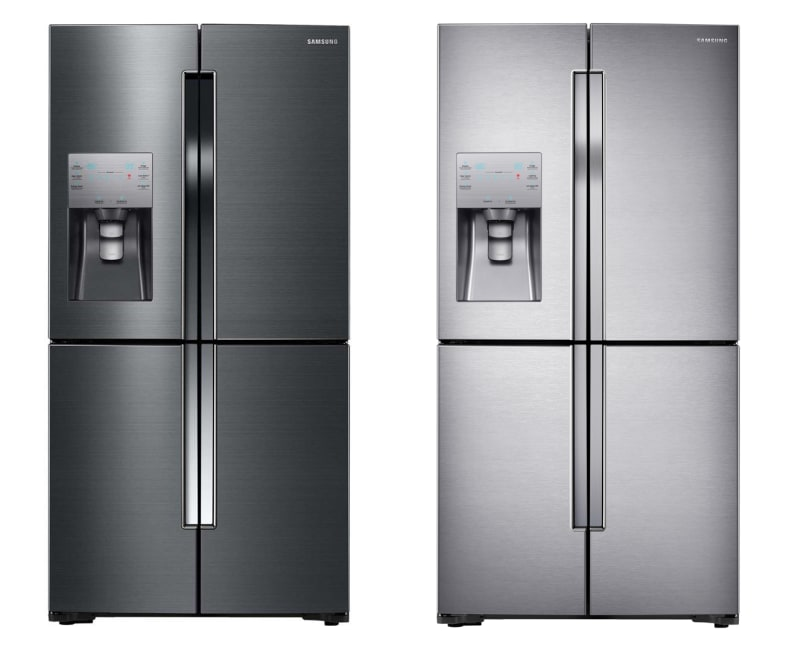 It also comes in black stainless! Here are RF23J9011SG (left) and RF23J9011SR (right) side by side.