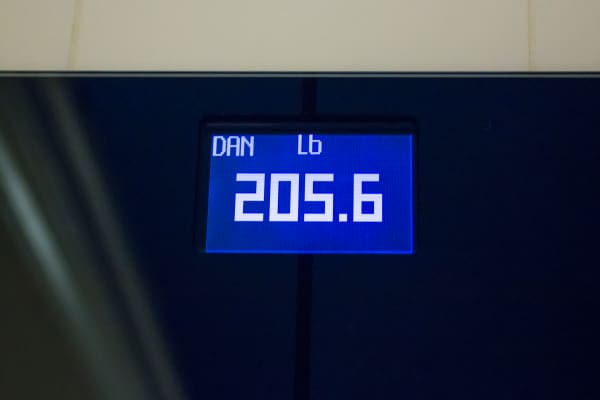 The scale measuring weight