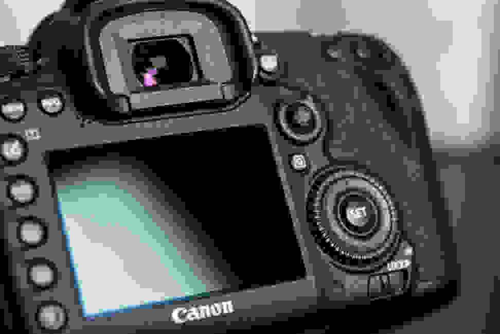 CANON-7D-MK2-DESIGN-LCD.jpg