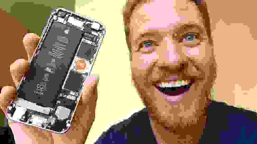 This ambitious engineer built his own iPhone out of spare parts.