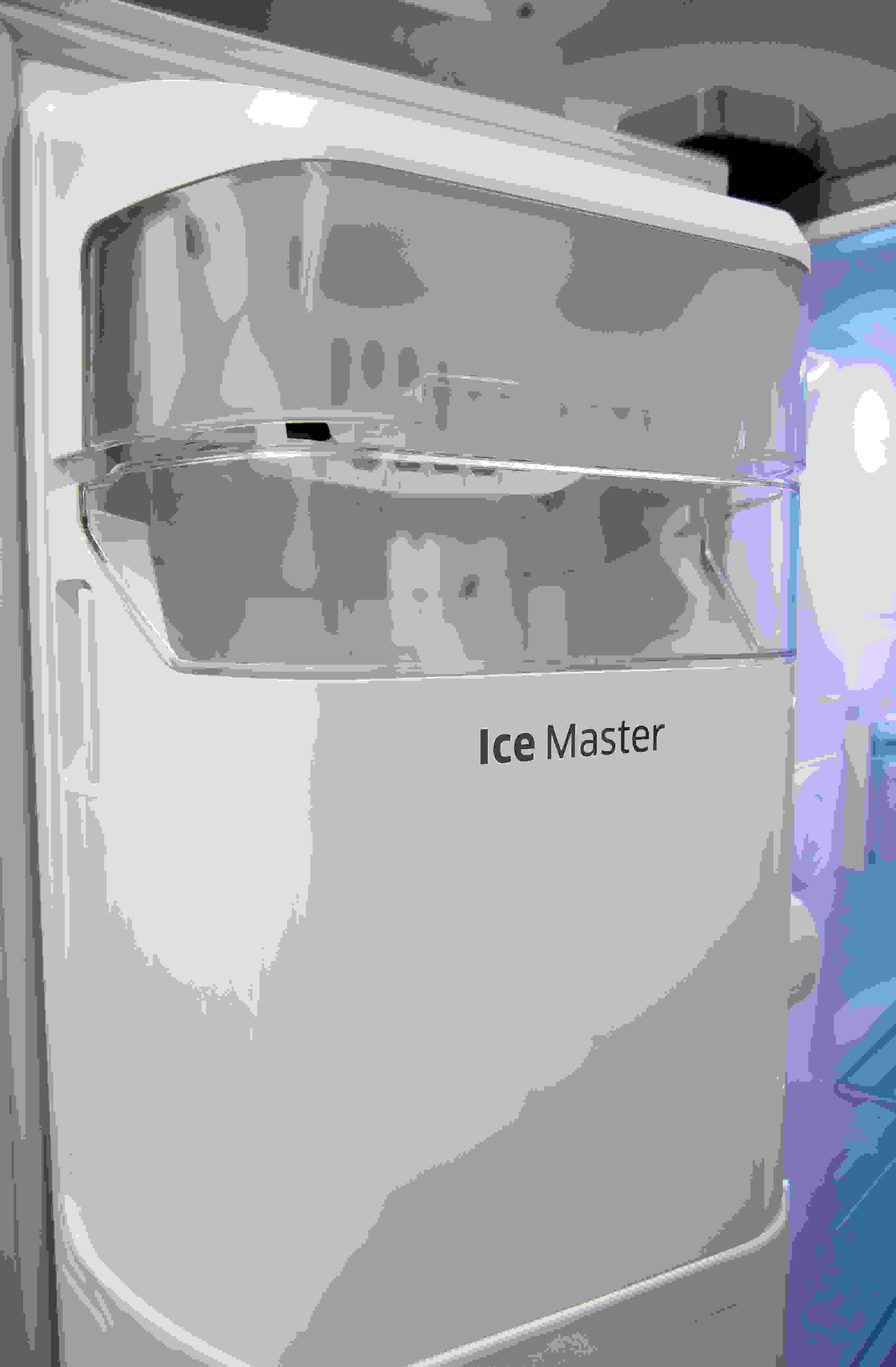 The Samsung RH29H9000SR Food Showcase's door-mounted icemaker takes up minimal freezer space but can still hold a substantial amount of ice.