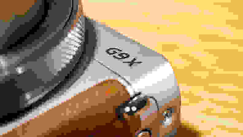 The G9 X Mark II is very similar to the original, down to the identical G9 X logo on the front plate.